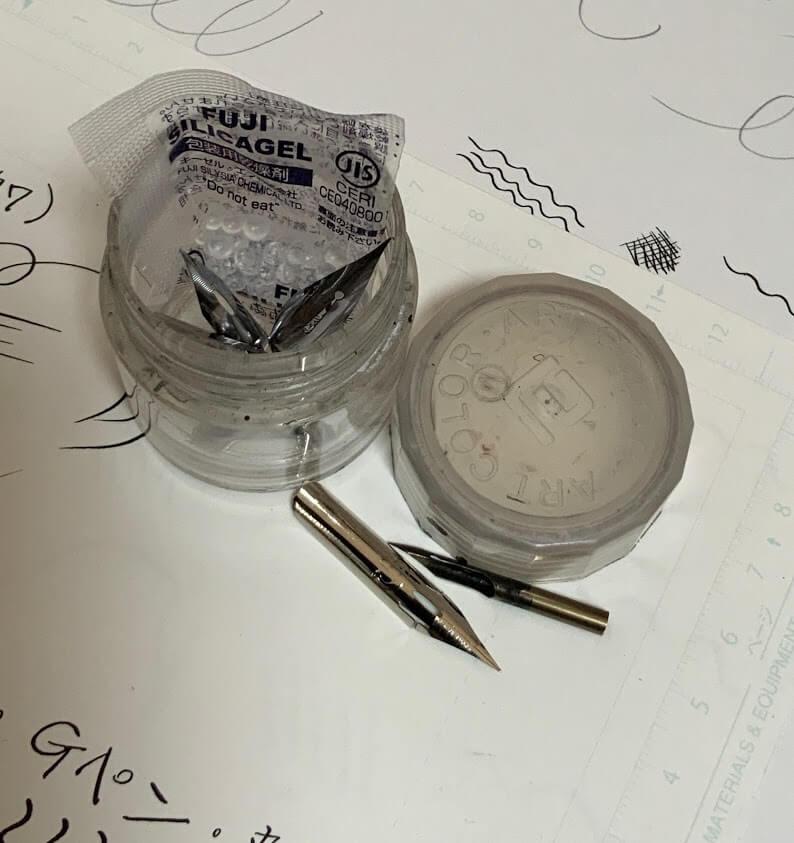ペン先を保管する小瓶
